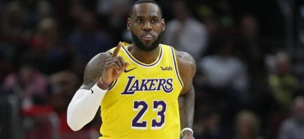 Experts still think that LeBron James is the best player in the world