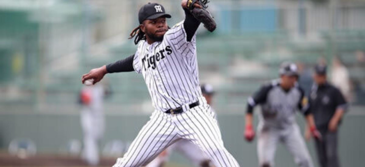 Toronto Blue Jay's Officially announced the signing Rafeal Dolis, designate Breyvic Valera