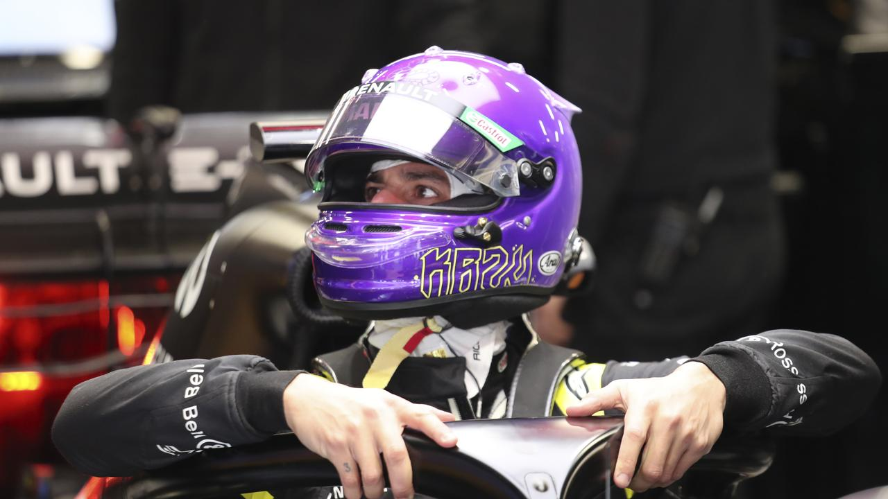 Ricciardo using the purple helmet to give tribute to Kobe Bryant in testing