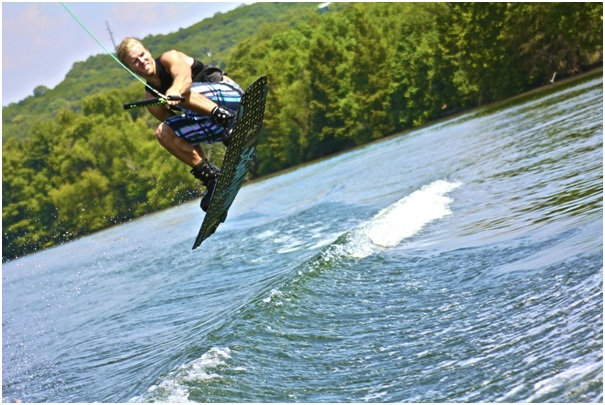 7 Crucial Wakeboarding Tips for Beginners